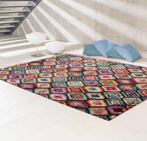 Bunter Jute-Teppich von Rugs&More in dezent eingerichtetem Wohnraum